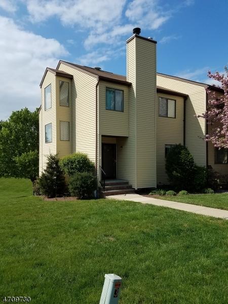 Casa Unifamiliar por un Alquiler en 16 Lake Court Raritan, Nueva Jersey 08822 Estados Unidos