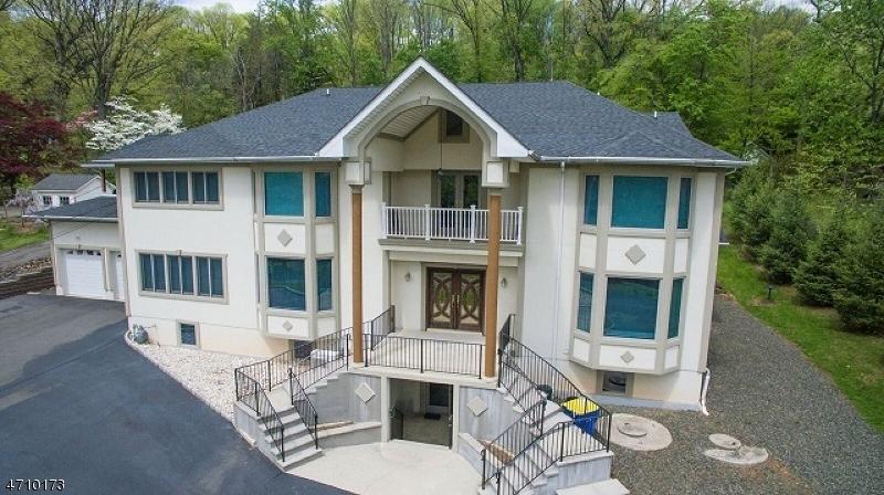 Частный односемейный дом для того Продажа на 26-28 INTERHAVEN Avenue Green Brook Township, Нью-Джерси 07060 Соединенные Штаты