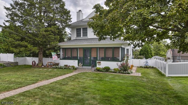 Nhà ở một gia đình vì Bán tại 74 Roosevelt Avenue 74 Roosevelt Avenue Butler, New Jersey 07405 Hoa Kỳ