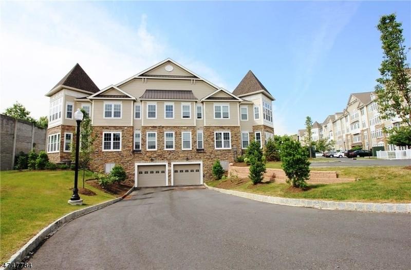 Частный односемейный дом для того Аренда на 4104 Cedar Village Blvd East Brunswick, Нью-Джерси 08816 Соединенные Штаты
