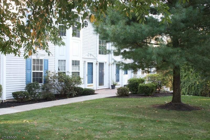 Nhà ở một gia đình vì Bán tại 906 Magnolia Lane Branchburg, New Jersey 08876 Hoa Kỳ