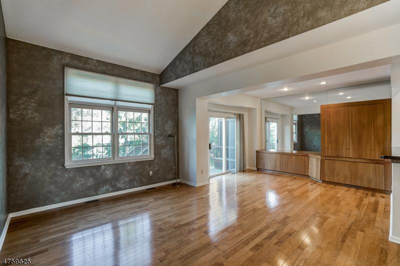 Casa Unifamiliar por un Alquiler en 24 CLEMENTS Court Roseland, Nueva Jersey 07068 Estados Unidos