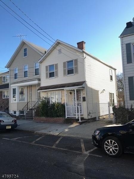 Maison unifamiliale pour l Vente à 48 Searing Avenue Harrison, New Jersey 07029 États-Unis
