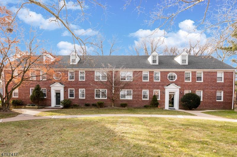 Nhà ở một gia đình vì Thuê tại 495 Main Street Chatham, New Jersey 07928 Hoa Kỳ