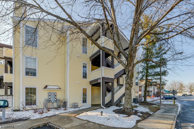 独户住宅 为 销售 在 422 Tournament Drive Union, 新泽西州 07083 美国
