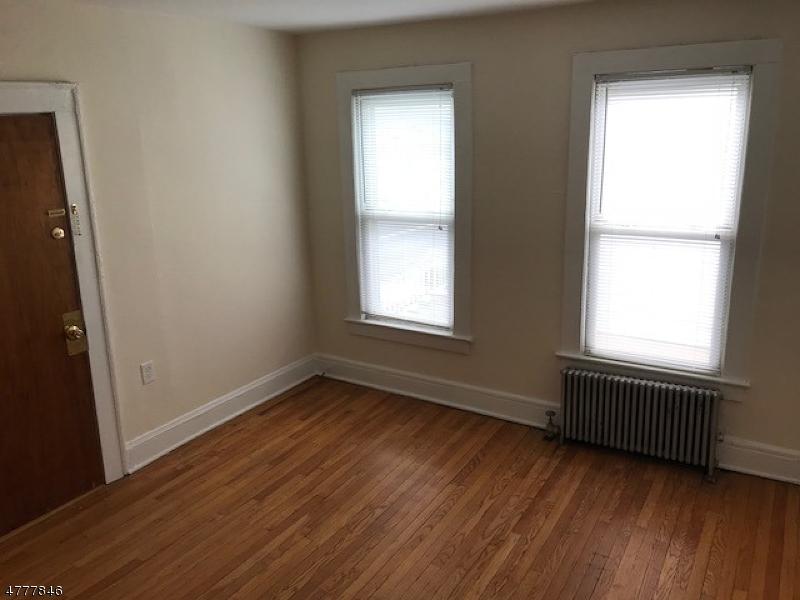 Casa Unifamiliar por un Alquiler en 481 W Grand Avenue Rahway, Nueva Jersey 07065 Estados Unidos