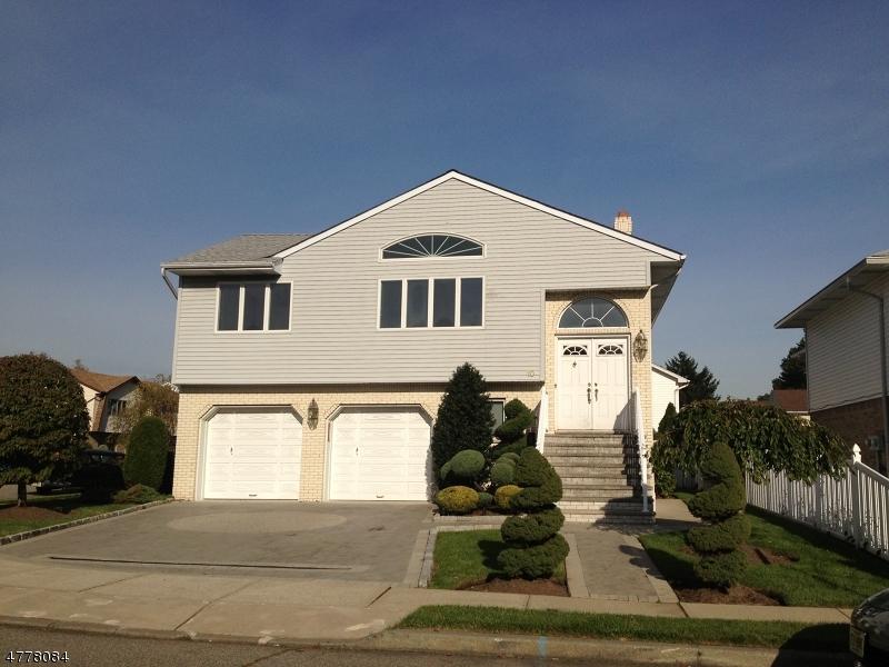 Casa Multifamiliar por un Venta en 10 Susan Court Elmwood Park, Nueva Jersey 07407 Estados Unidos