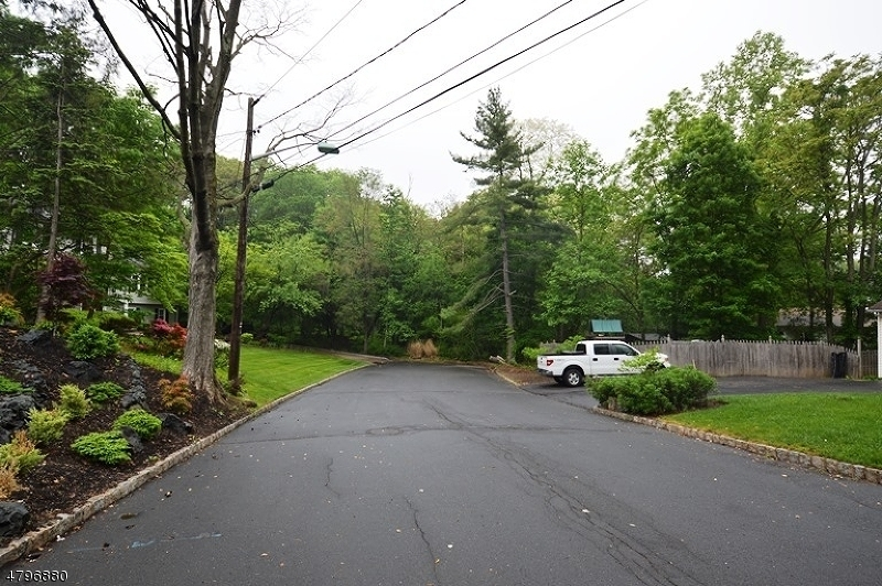 Land for Sale at 165 MOUNTAINVIEW Drive Mountainside, New Jersey 07092 United States