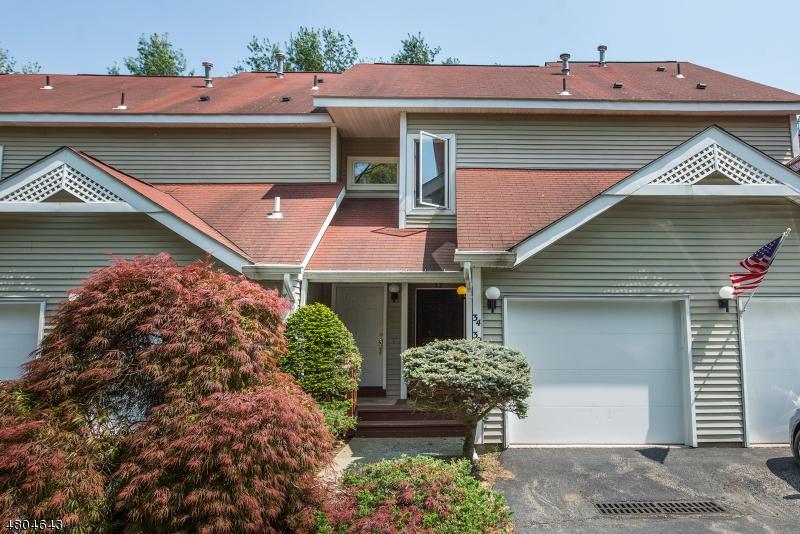 公寓 / 联排别墅 为 销售 在 32 Red Oak Ter Jefferson Township, 新泽西州 07438 美国