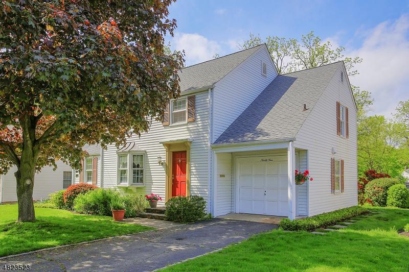 Частный односемейный дом для того Продажа на 99 GLENBROOK Road Morris Plains, Нью-Джерси 07950 Соединенные Штаты