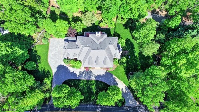 Villa per Vendita alle ore 155 VALLEY Drive Watchung, New Jersey 07069 Stati Uniti