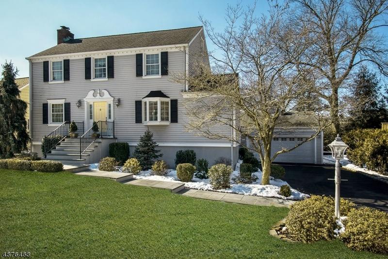 Villa per Vendita alle ore 4 PARK Drive Cranford, New Jersey 07016 Stati Uniti