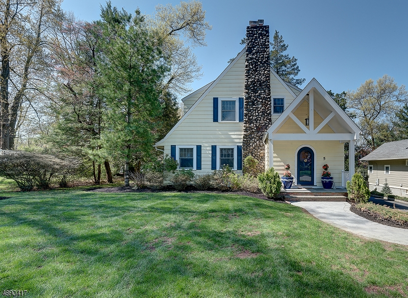 Частный односемейный дом для того Продажа на 5 RANDOLPH Place Verona, Нью-Джерси 07044 Соединенные Штаты