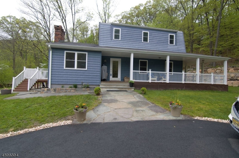 Single Family Home for Sale at 8 FOOTHILL DR Kinnelon, New Jersey 07405 United States
