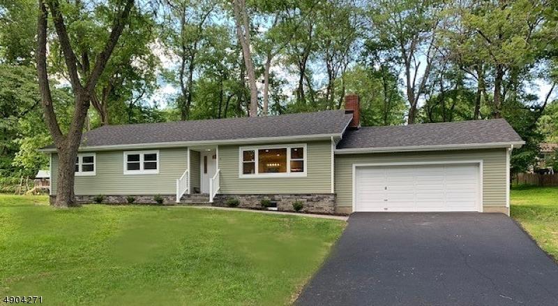 single family homes для того Продажа на Morris Plains, Нью-Джерси 07950 Соединенные Штаты