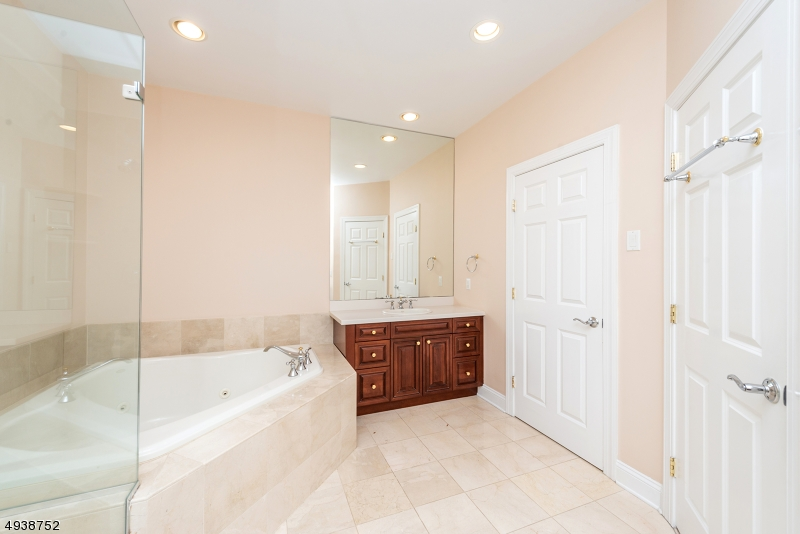 Additional photo for property listing at  Fairfield, New Jersey 07004 Hoa Kỳ