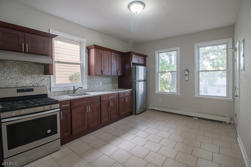 Property por un Alquiler en East Orange, Nueva Jersey 07017 Estados Unidos