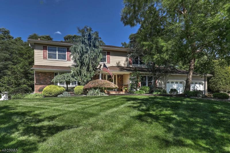 Single Family Homes для того Продажа на Piscataway, Нью-Джерси 08854 Соединенные Штаты