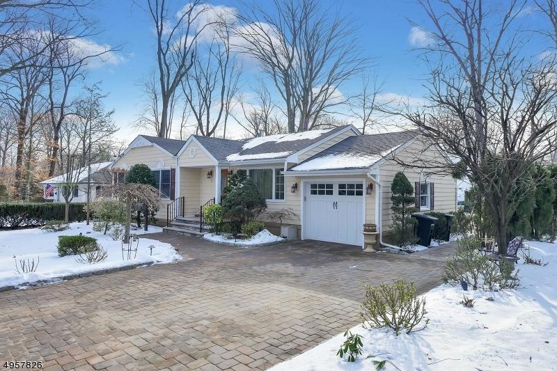 Single Family Homes للـ Sale في Allendale, New Jersey 07401 United States