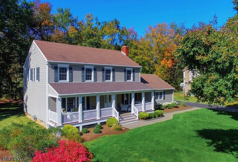Single Family Homes для того Продажа на Long Hill, Нью-Джерси 07933 Соединенные Штаты