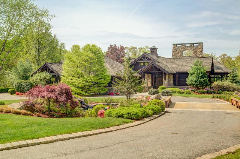 Частный односемейный дом для того Продажа на 410 Lake Road Far Hills, 07931 Соединенные Штаты