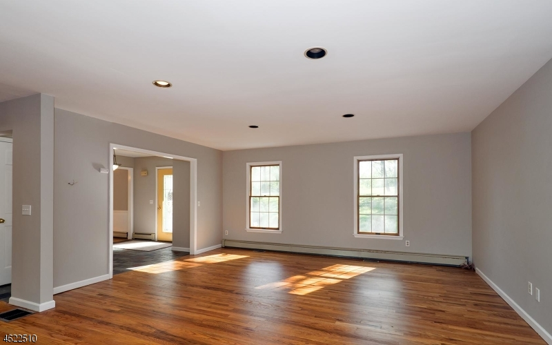 Additional photo for property listing at 126 PERRYVILLE Road  Pittstown, Nueva Jersey 08867 Estados Unidos