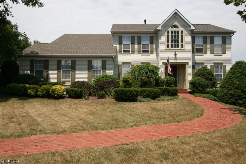 Частный односемейный дом для того Продажа на 3 Shannon Way Flemington, Нью-Джерси 08822 Соединенные Штаты