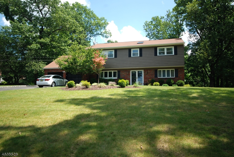 独户住宅 为 销售 在 44 Brookside Ter Caldwell, 新泽西州 07006 美国