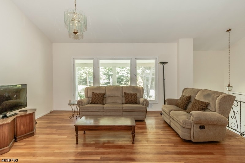 Additional photo for property listing at 71 Ferndale Drive  伯克利海茨, 新泽西州 07922 美国