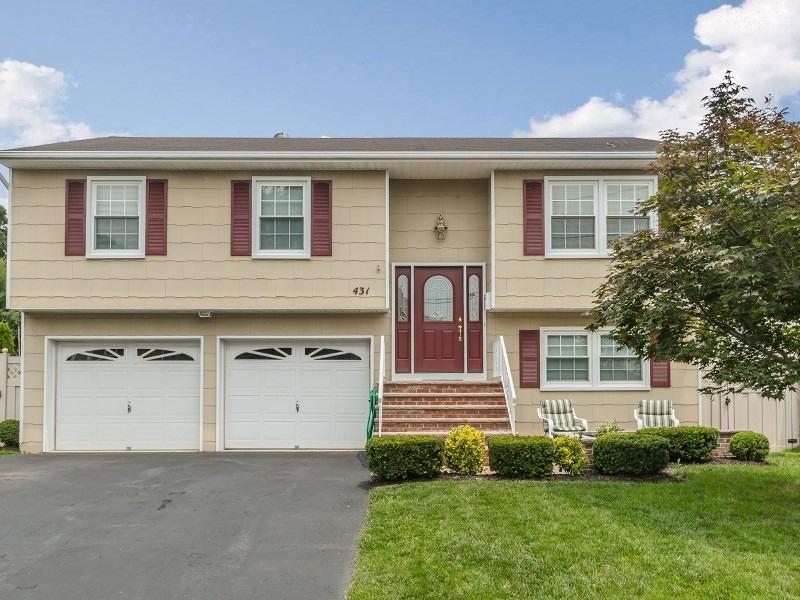 Частный односемейный дом для того Продажа на 431 UNION Avenue Scotch Plains, Нью-Джерси 07076 Соединенные Штаты