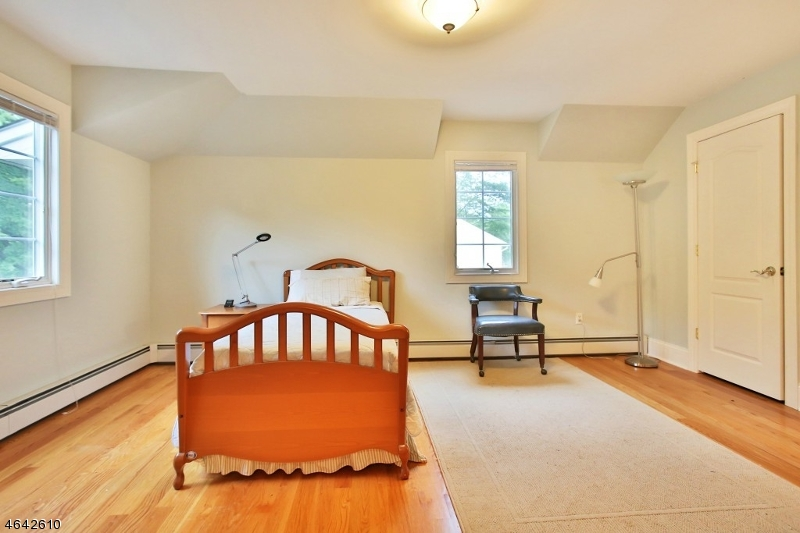 Additional photo for property listing at 1090 Hillcrest Road  Ridgewood, New Jersey 07450 États-Unis