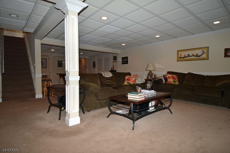 Additional photo for property listing at 196 Burton Avenue  Hasbrouck Heights, New Jersey 07604 États-Unis