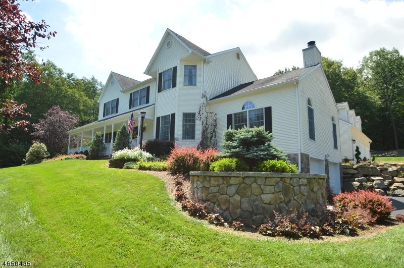 Maison unifamiliale pour l Vente à 8 Pfauth Drive Glen Gardner, New Jersey 08826 États-Unis