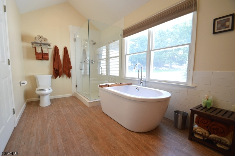 Additional photo for property listing at 8 Pfauth Drive  Glen Gardner, New Jersey 08826 États-Unis