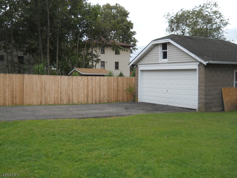 Additional photo for property listing at 10 Zazzetti Street  Waldwick, New Jersey 07463 United States