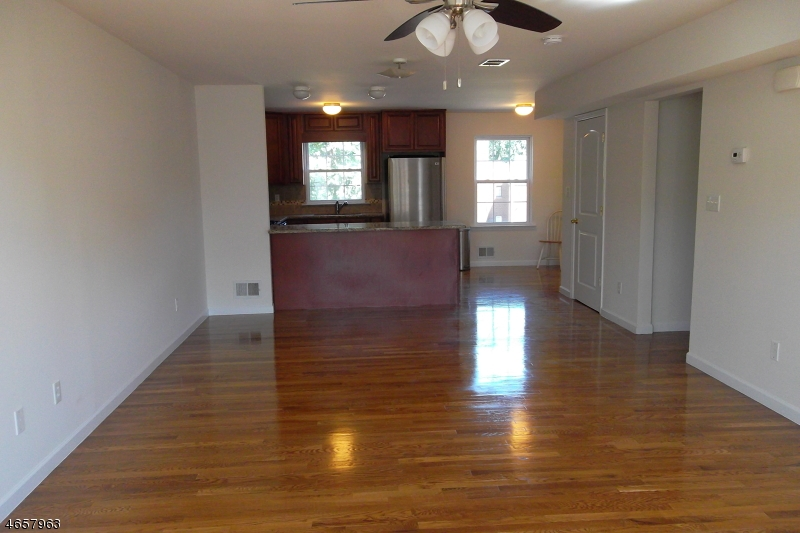 Additional photo for property listing at 2B LILY Court  Roselle, Нью-Джерси 07203 Соединенные Штаты