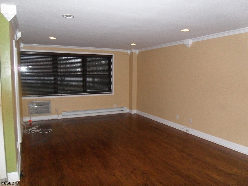 Additional photo for property listing at 821-R JERSEY Avenue  Elizabeth, New Jersey 07202 United States