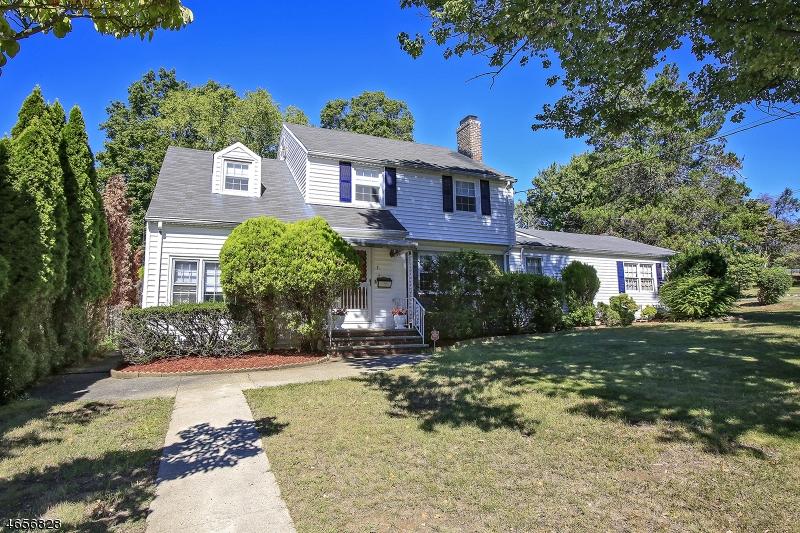 Maison unifamiliale pour l Vente à 7 CLIFF Street West Orange, New Jersey 07052 États-Unis