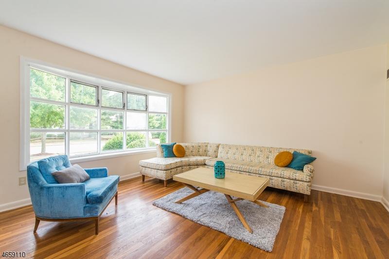 Casa Unifamiliar por un Venta en 12 Gould Terrace Clifton, Nueva Jersey 07013 Estados Unidos