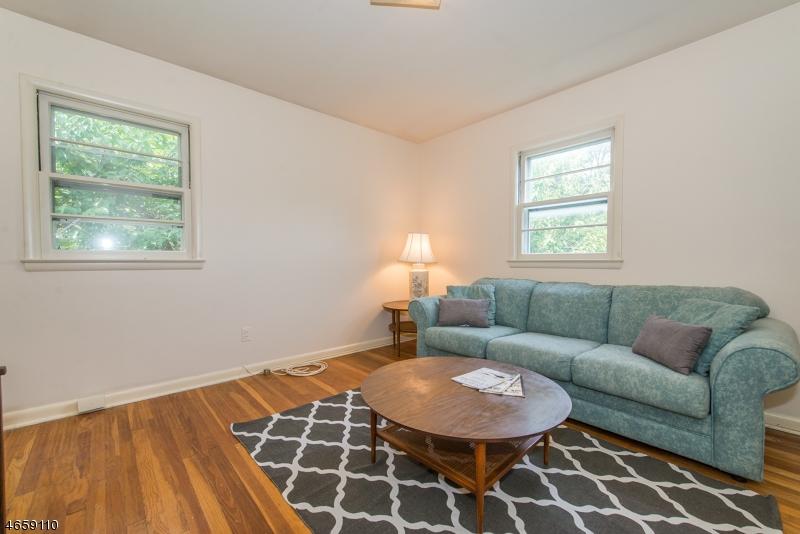 Additional photo for property listing at 12 Gould Terrace  Clifton, Nueva Jersey 07013 Estados Unidos