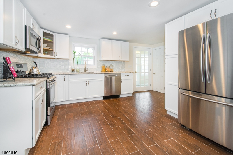 Additional photo for property listing at 549 Mount Pleasant Avenue  West Orange, Нью-Джерси 07052 Соединенные Штаты