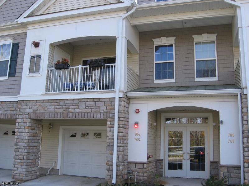 Частный односемейный дом для того Аренда на 704 Brook Hollow Drive Whippany, Нью-Джерси 07981 Соединенные Штаты