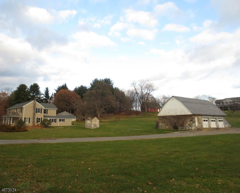 Частный односемейный дом для того Продажа на 461 County Road 519 Stewartsville, 08886 Соединенные Штаты