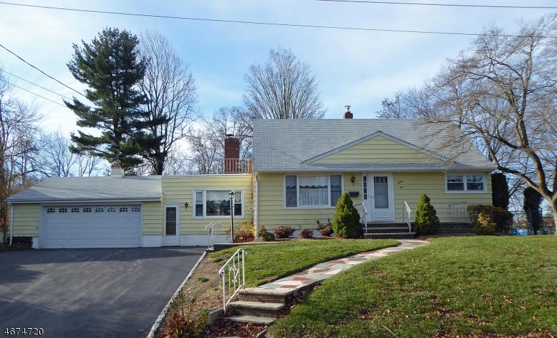 独户住宅 为 销售 在 99 Westbrook Avenue 米德兰帕克, 07432 美国