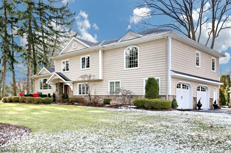 Частный односемейный дом для того Продажа на 383 Hampshire Court Wyckoff, 07481 Соединенные Штаты