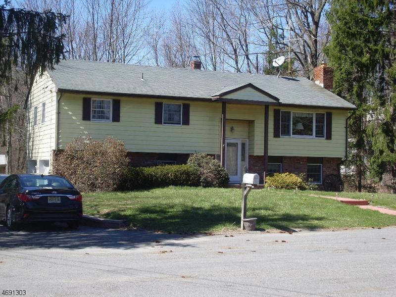 Maison unifamiliale pour l Vente à 9 Saturn Court Highland Lakes, New Jersey 07422 États-Unis