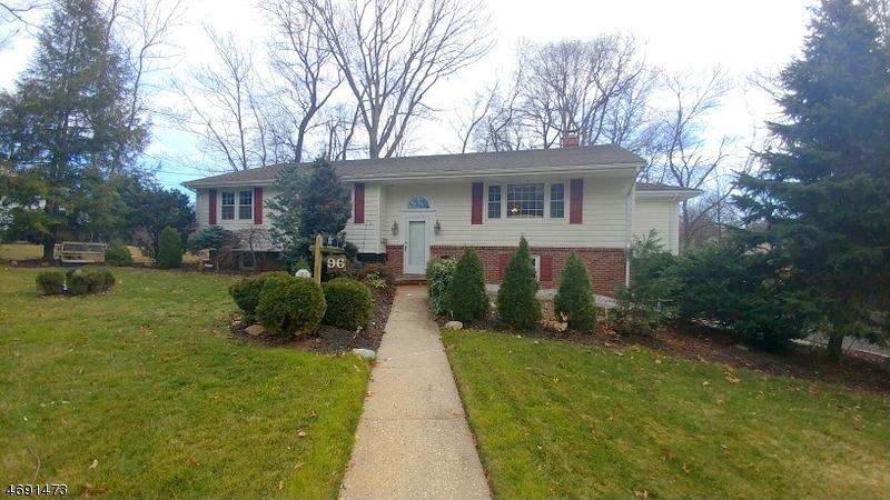 Maison unifamiliale pour l Vente à 96 Amelia Drive Clark, New Jersey 07066 États-Unis