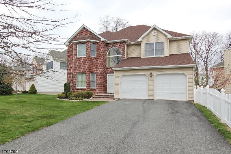独户住宅 为 销售 在 56 Winterset Drive 莫里斯平原, 新泽西州 07950 美国