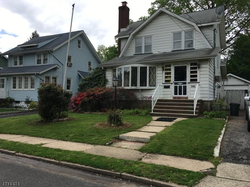 Maison unifamiliale pour l Vente à 306 Highwood Street Teaneck, New Jersey 07666 États-Unis