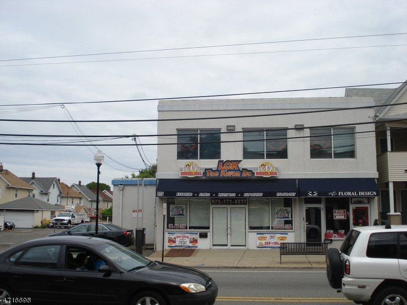 Additional photo for property listing at 209 Lakeview Avenue 209 Lakeview Avenue Clifton, ニュージャージー 07011 アメリカ合衆国